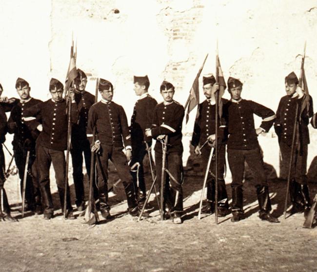 """El Palacio de la Capitanía de Badajoz expone """"La Vida cotidiana en el Ejército"""