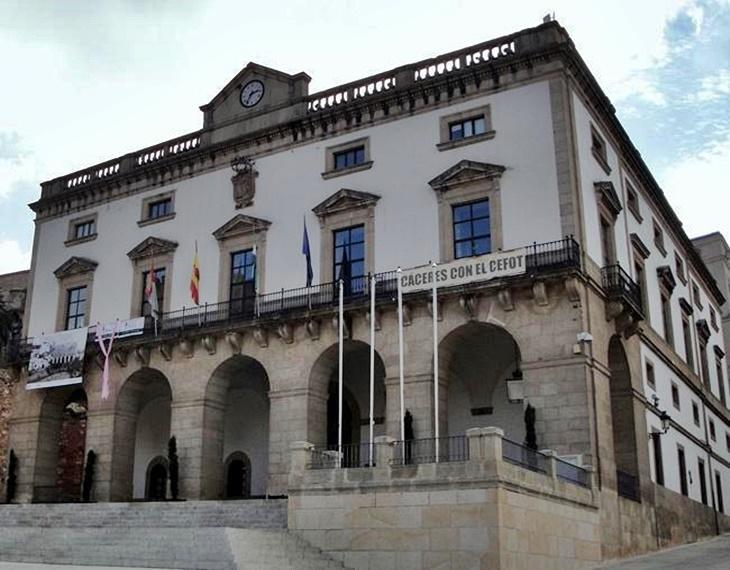 Las entidades locales de Cáceres también se iluminarán con Led