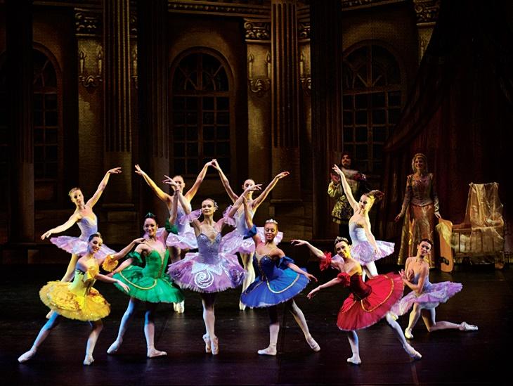 El ballet ruso pone hoy en escena 'La bella durmiente'