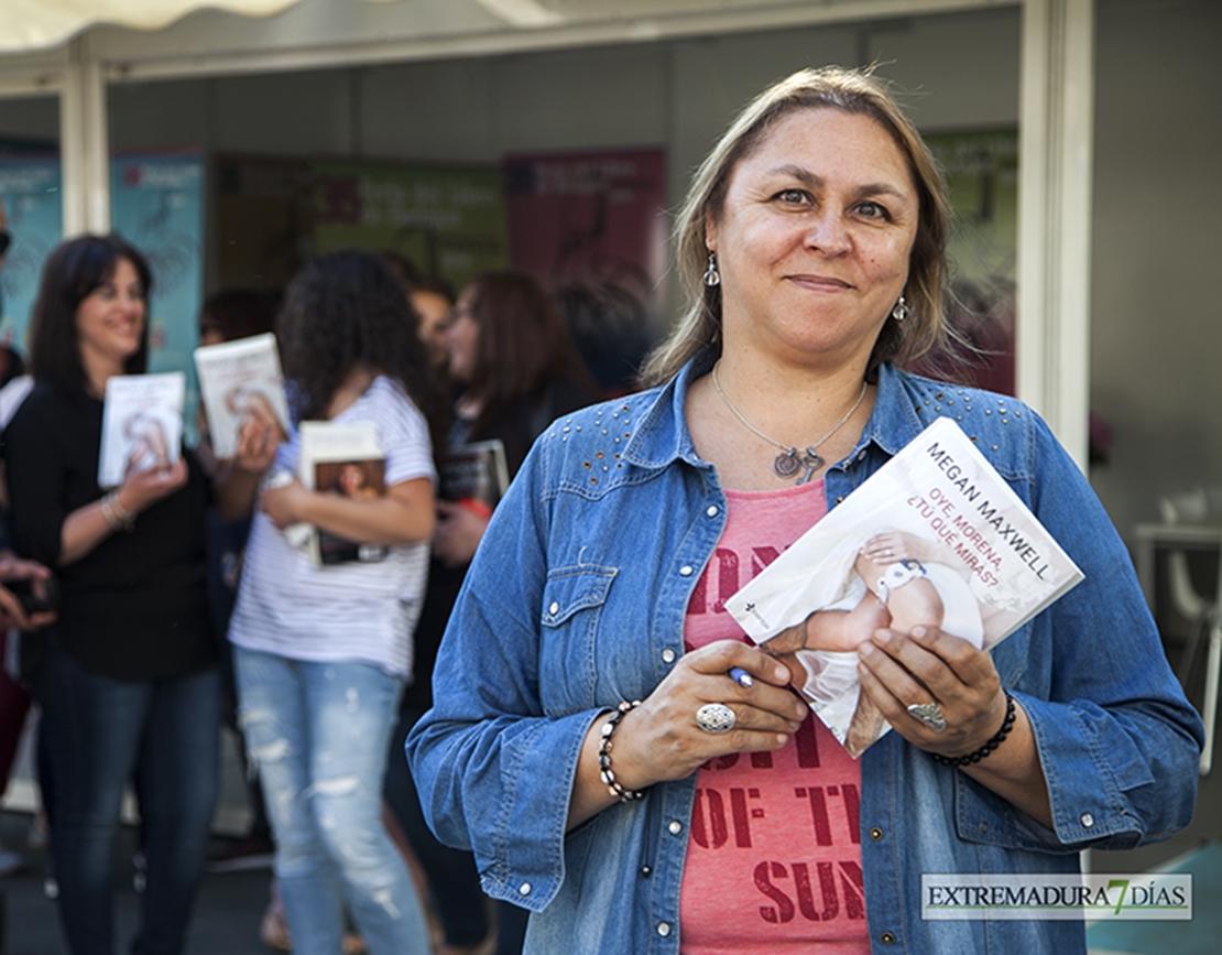 VÍDEO -  Megan Maxwell visita la Feria del Libro para hablar sobre amor
