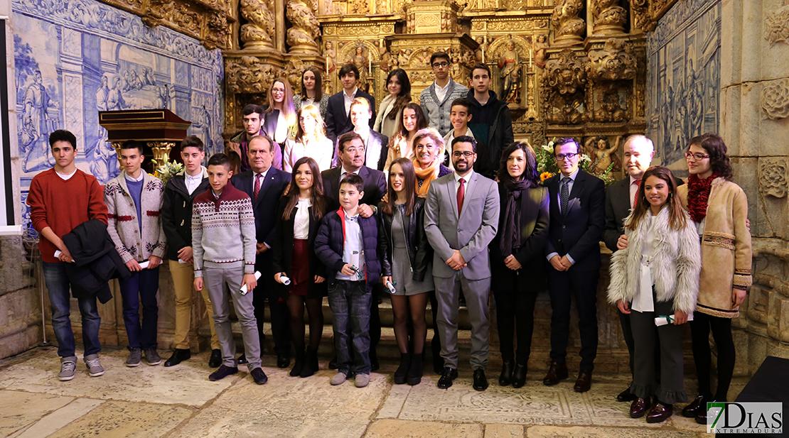 Caja Rural de Extremadura entrega 20 becas de 1.000 euros
