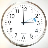 Este domingo los relojes se adelantan una hora