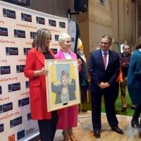 Soraya Arnelas recibe el premio a la Excelencia Picota del Jerte