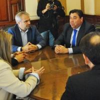 El alcalde de Badajoz recibe al responsable del fútbol femenino nacional