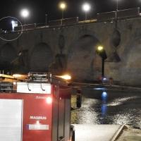 Policía Nacional y Bomberos evitan que un hombre se tire del Puente de Palmas