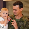 Imágenes de la emotiva despedida de los militares extremeños que parten hacia Letonia