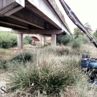Se accidenta y cae por un puente en Tierra de Barros