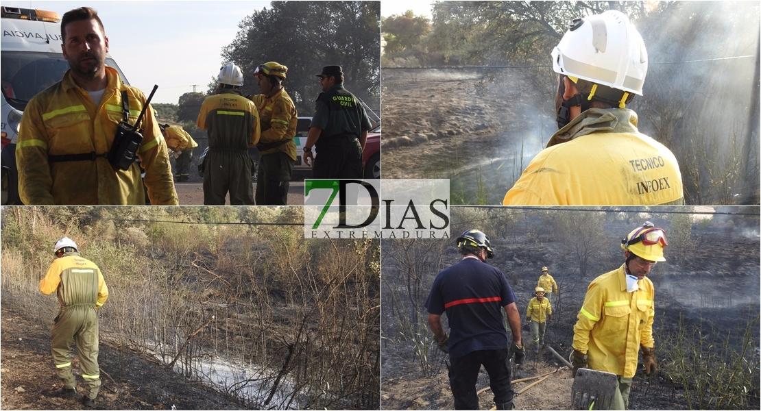 Imágenes del incendio en la Carretera de Sevilla (Badajoz)