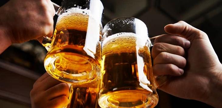 El PSOE desaprueba un concurso para consumir alcohol en las ferias y fiestas de Sagrajas