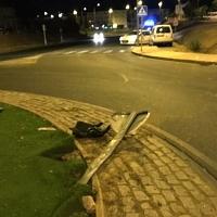 El alcohol, motivo de la colisión contra una rotonda en Badajoz