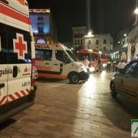 Un incendio sorprende a los viandantes de la Plaza Mayor de Cáceres