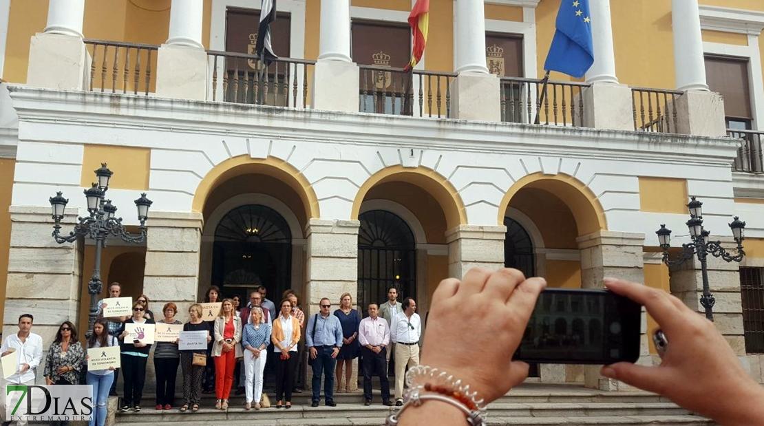 Badajoz condena el presunto asesinato machista en Rubí (Barcelona)