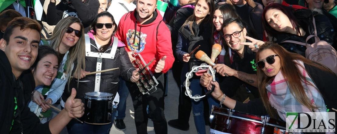 Las comparsas de Badajoz presentes en Madrid por un #TrenDignoYa