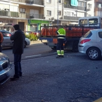 Un coche choca con un camión de butano en Badajoz