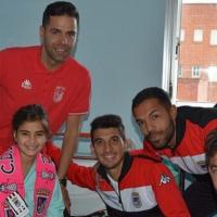 El CD. Badajoz reparte sonrisas en el Materno Infantil