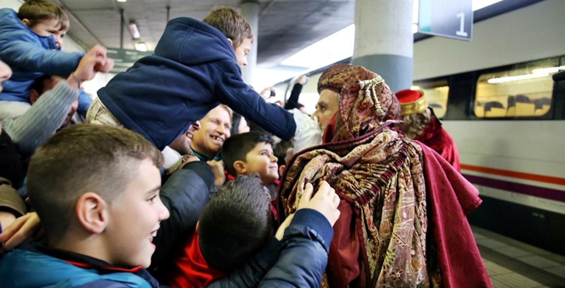 Los Reyes Magos inundan de ilusión a los pequeños pacenses