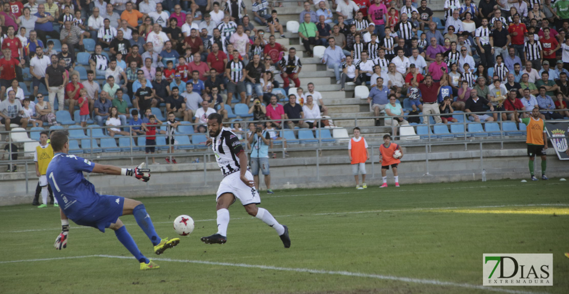 ¿Le falta pegada al Club Deportivo Badajoz?