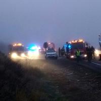 Accidente entre un camión de propano y un turismo con atrapados
