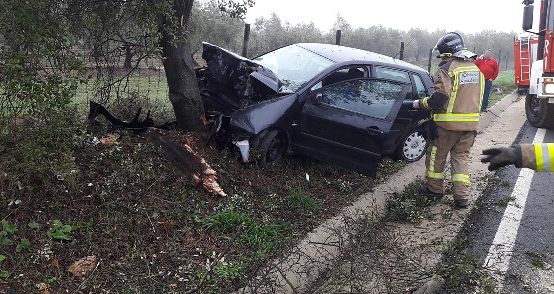 Matrimonio Accidente : Un matrimonio sufre accidente en la carretera badajoz