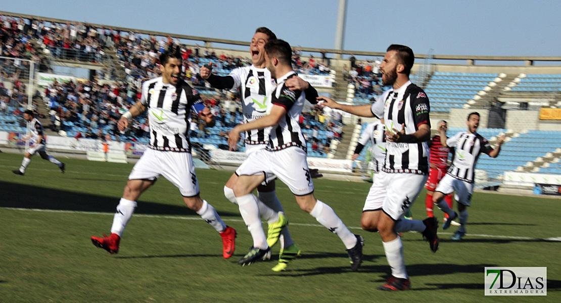 El Club Deportivo Badajoz gana por goleada