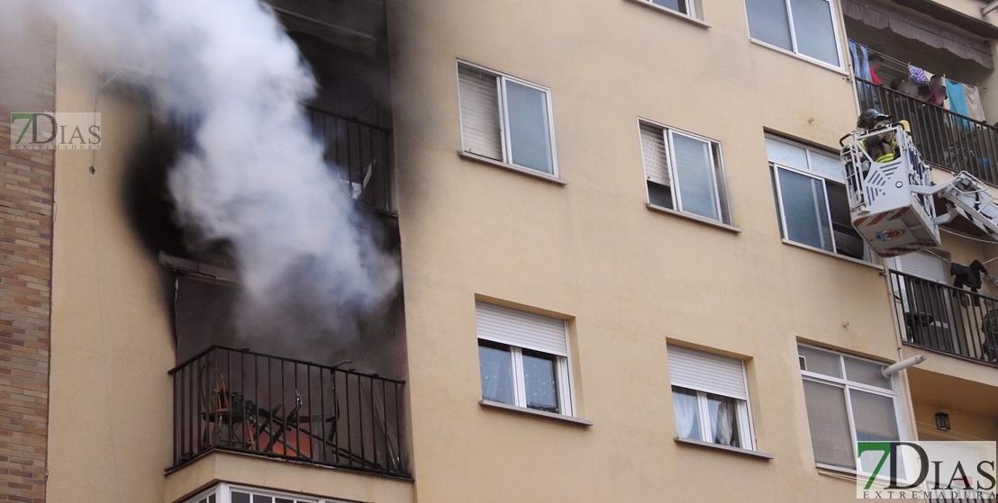 Imágenes del grave incendio en una vivienda en San Fernando