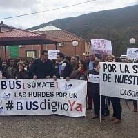 """Manifestación en Las Hurdes para exigir un transporte escolar """"digno"""""""