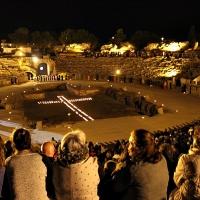 La lluvia impide celebrar el Vía Crucis en el Anfiteatro Romano
