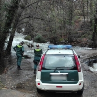 Rescatan a una mujer del interior de un vehículo en el río Jerte