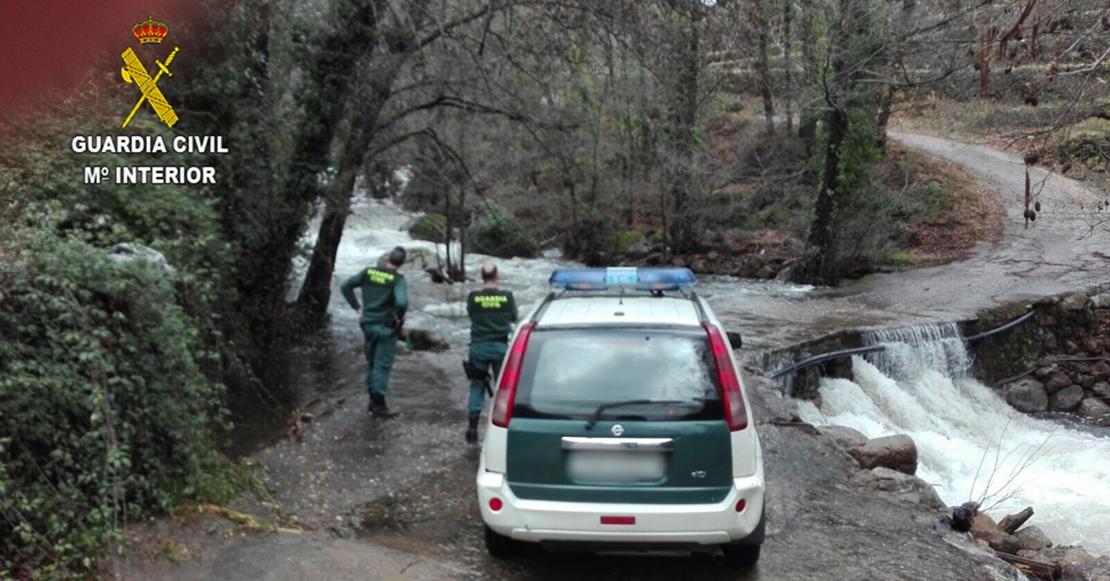Rescatan a una mujer del interior de un vehículo en el río Jerte tras las crecidas