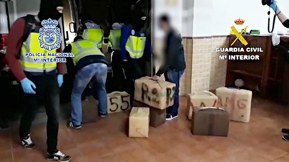Intervenidos 3.300 kilos de hachís ocultos en dos inmuebles