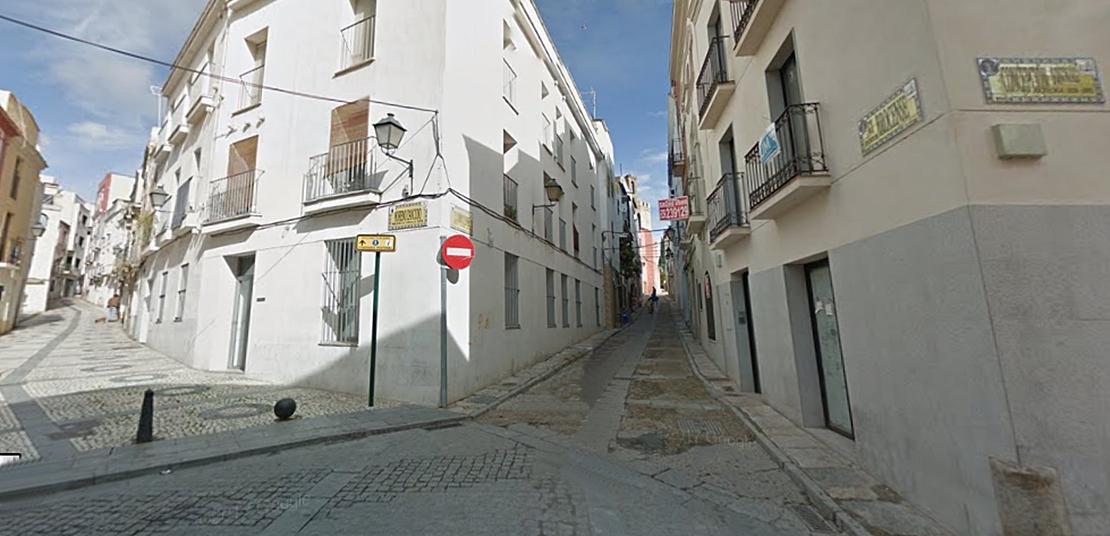 La calle Brocense, un paraíso sin ley