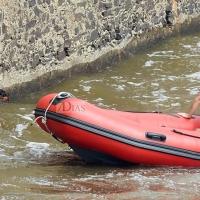 Salvado por Bomberos y Policía Local tras precipitarse al Río Guadiana