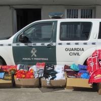 La Guardia Civil interviene en una romería equipaciones de fútbol con marca falsa
