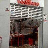 Robo por el método del 'alunizaje' en una tienda de Vodafone en Badajoz