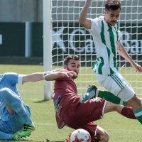 El Badajoz pierde y se jugará el descenso a Tercera la última jornada