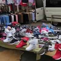 Intervienen zapatillas deportivas de marca falsa en el mercadillo de Zafra