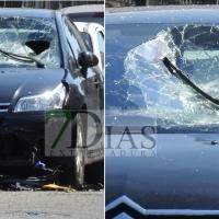 Accidente repartidor: colisión, vuelo y caída sobre otro coche