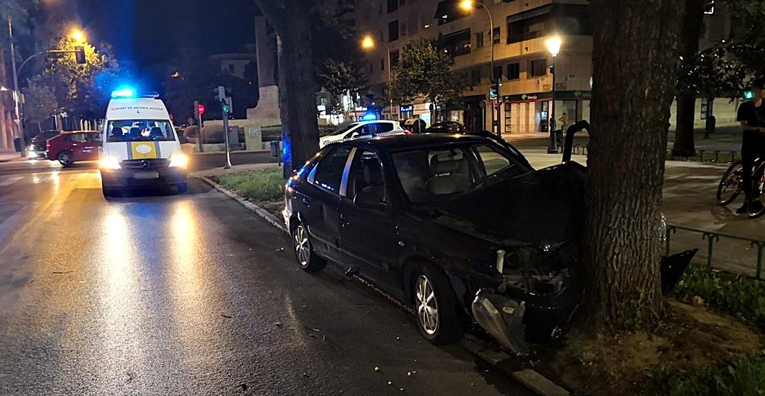 Cuatro jóvenes heridos en un accidente en la avenida de Colón (Badajoz)