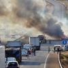Grandes retenciones en la autovía A-5 por el incendio de un tráiler