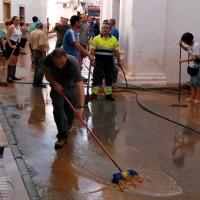 Vecinos, Bomberos y Guardia Civil trabajan juntos para que La Morera vuelva a la normalidad