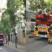 Caen cascotes de la fachada de una vivienda en el centro de Badajoz