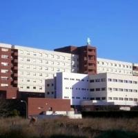 El SES finalmente invertirá en el cambio del letrero del Hospital Universitario de Badajoz