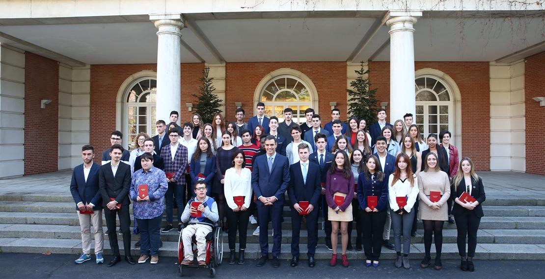 Constitución: Dos jóvenes extremeños participan en un encuentro con Sánchez