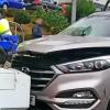 Vuelca tras accidentarse en la rotonda del Hotel Velada (Mérida)