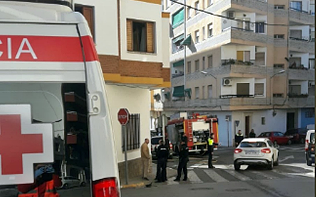 Una mujer atendida tras incendiarse su vivienda en Almendralejo