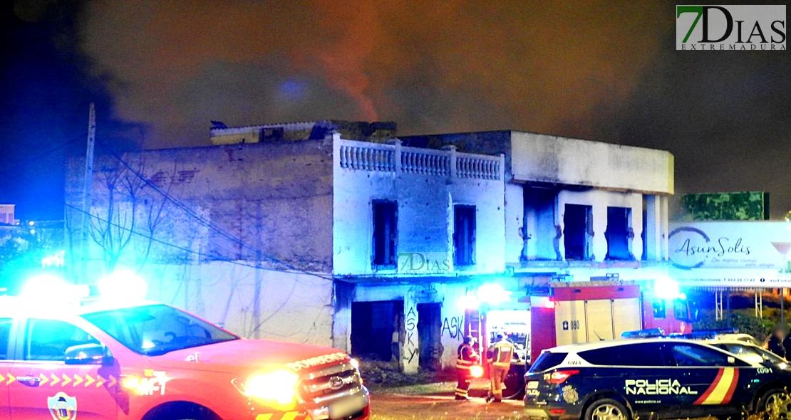 Se incendia una casa okupa en la 'autopista' de Badajoz