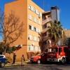 Arde la escalera de emergencia de un edificio que ha tenido que ser desalojado