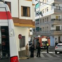 Una mujer atendida tras incendiarse una vivienda en Almendralejo