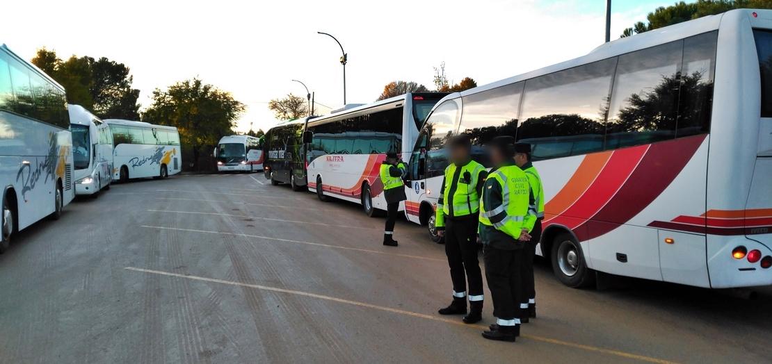 Tráfico inspecciona el transporte escolar en calles y carreteras