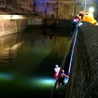 Rescatan a un joven del río Guadiana a su paso por Badajoz